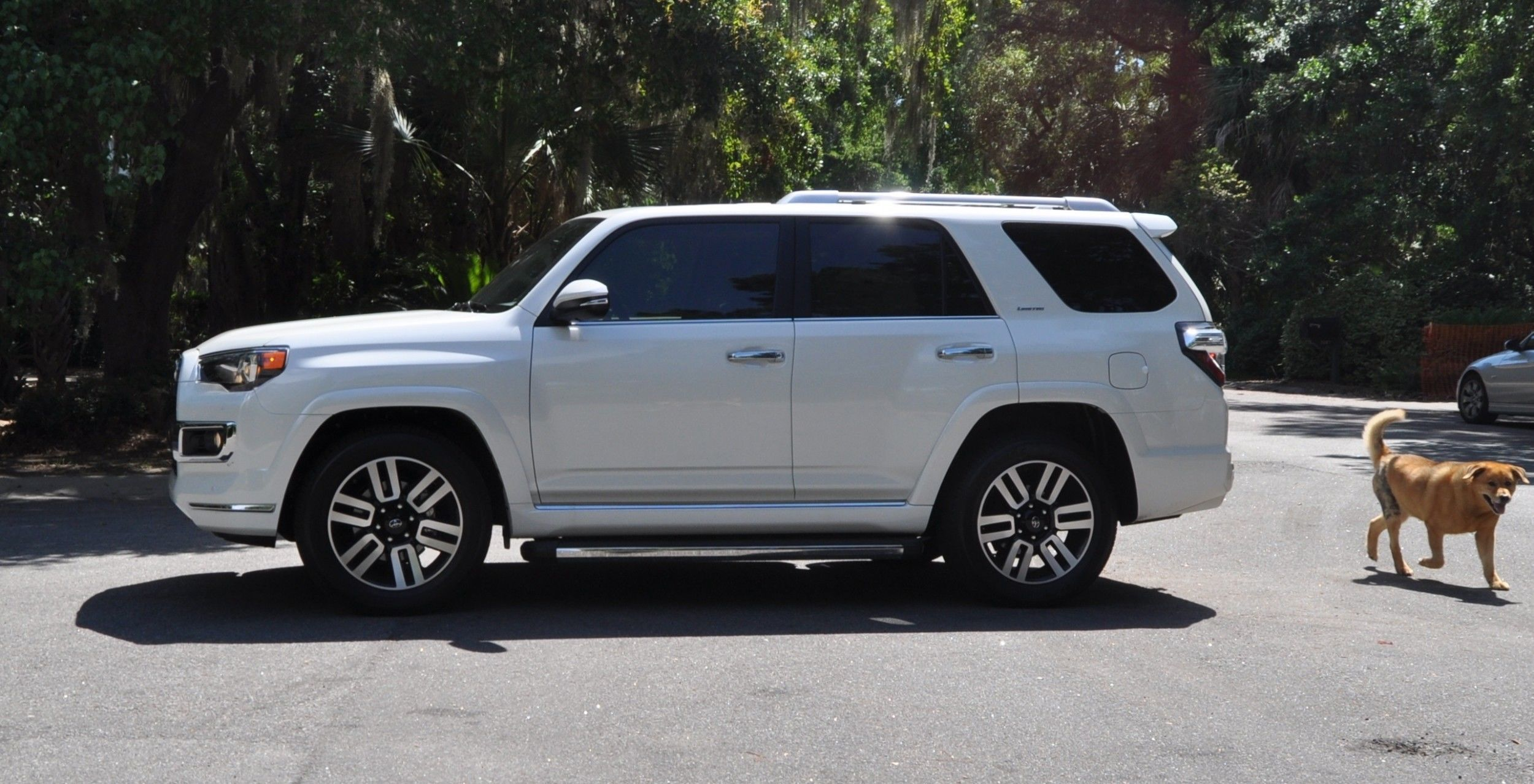 road test review 2014 toyota 4runner limited 2wd is low and sexy 29. Black Bedroom Furniture Sets. Home Design Ideas