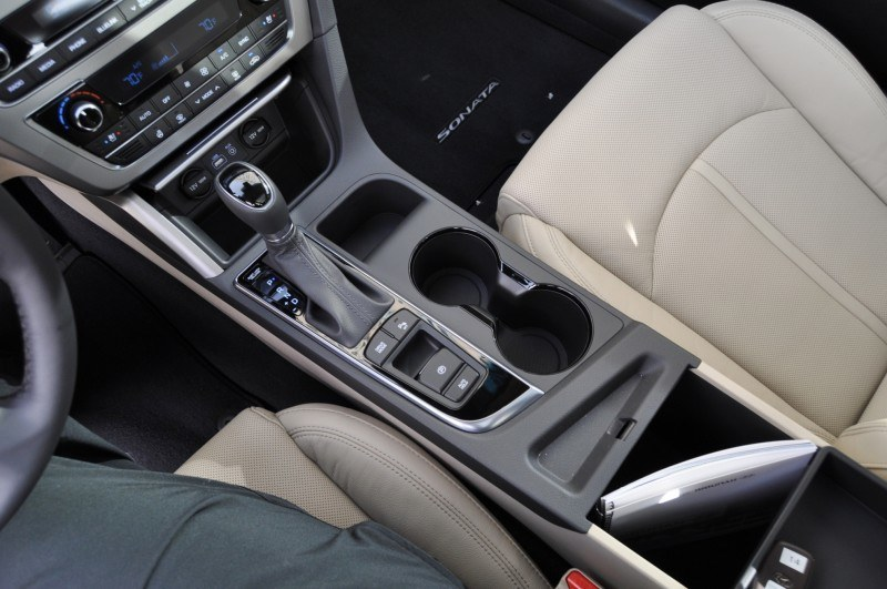 Road Test Review - 2015 Hyundai Sonata - INTERIOR Focus - 2.4L Limited 49
