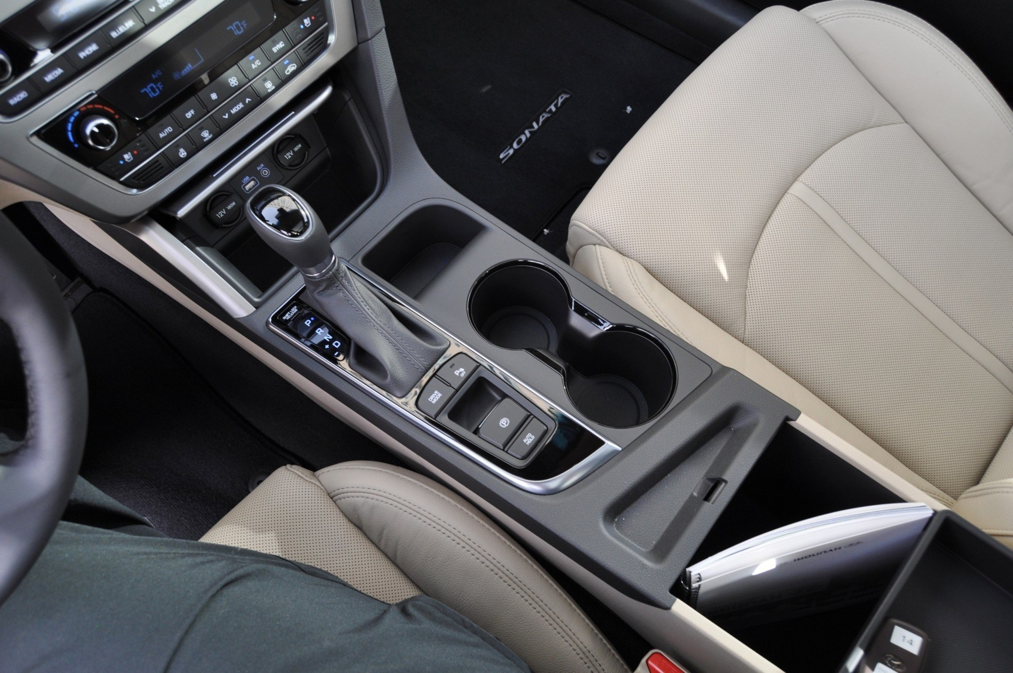 Road test review 2015 hyundai sonata interior focus - 2015 hyundai sonata interior pictures ...