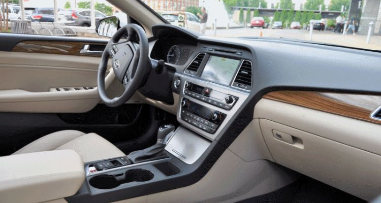 Road Test Review - 2015 Hyundai Sonata - INTERIOR Focus - 2