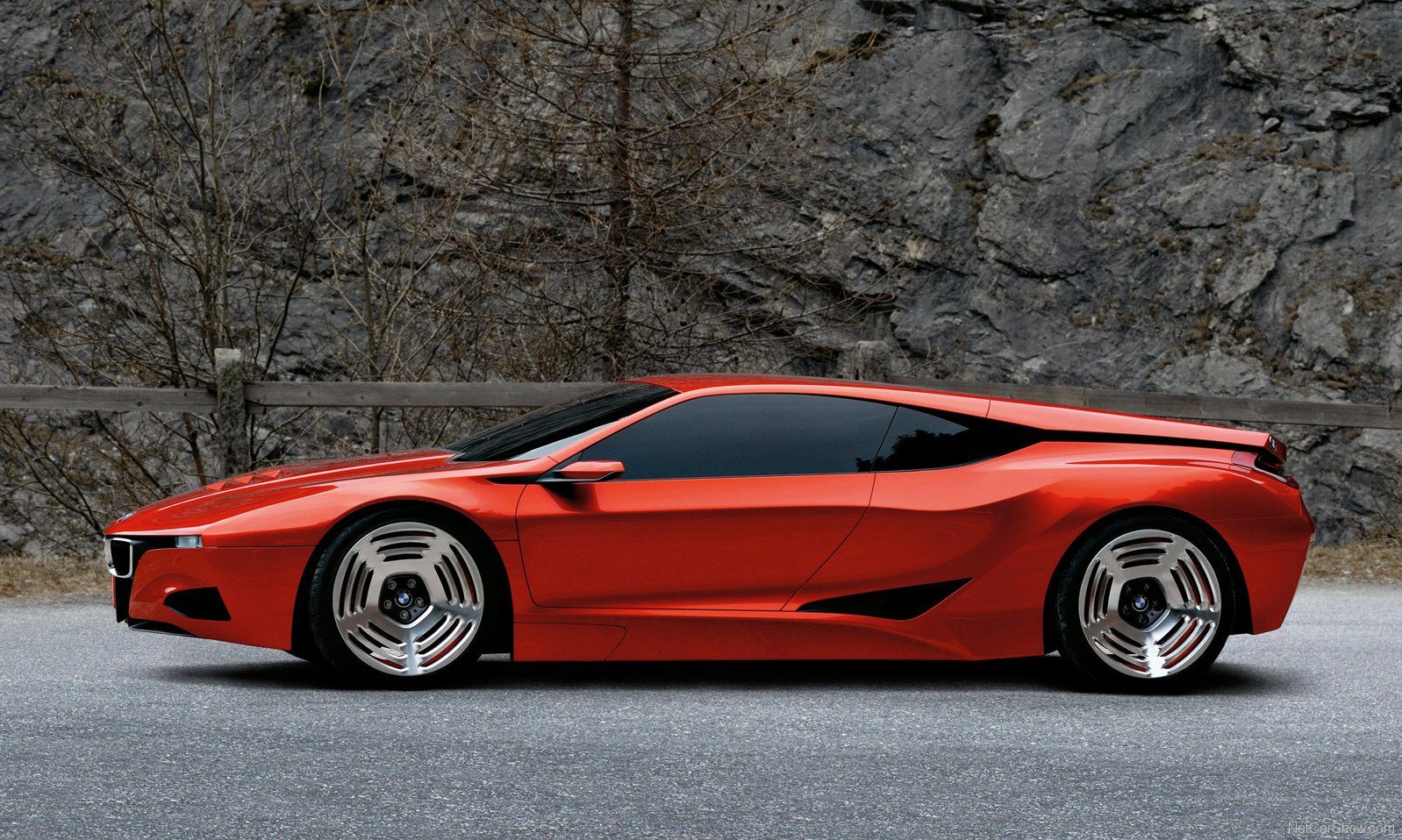 Supercars Then and Now - 1980 BMW M1 versus 2008 BMW M1 Hommage