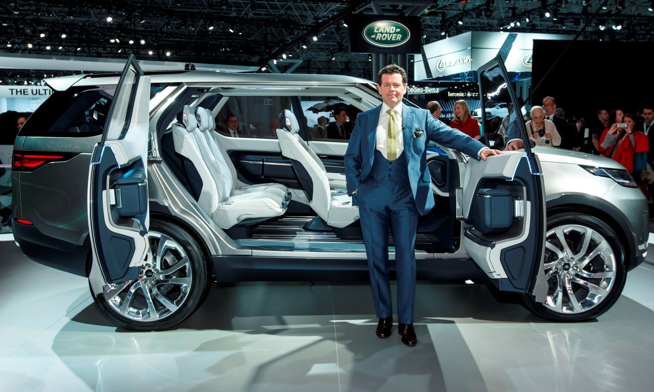 new car releases and previewsUpdate1  Land Rover Discovery Concept Previews 2016 LR4 Discovery