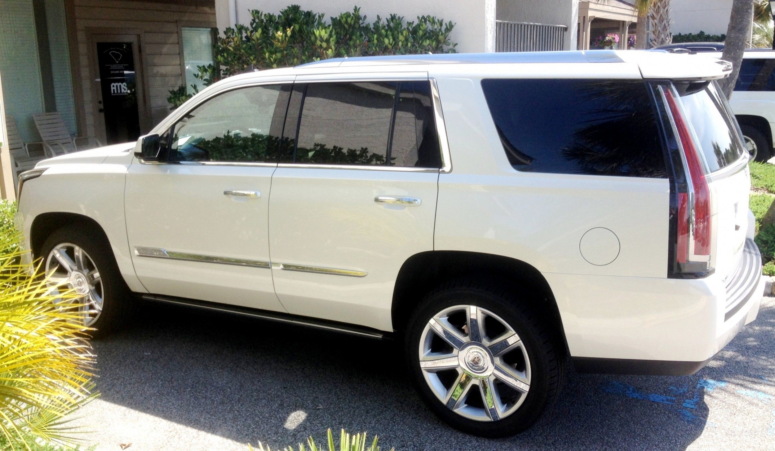 Update1 New Photos 2015 Cadillac Escalade Majors On Interior Upgrades Leathers Colors