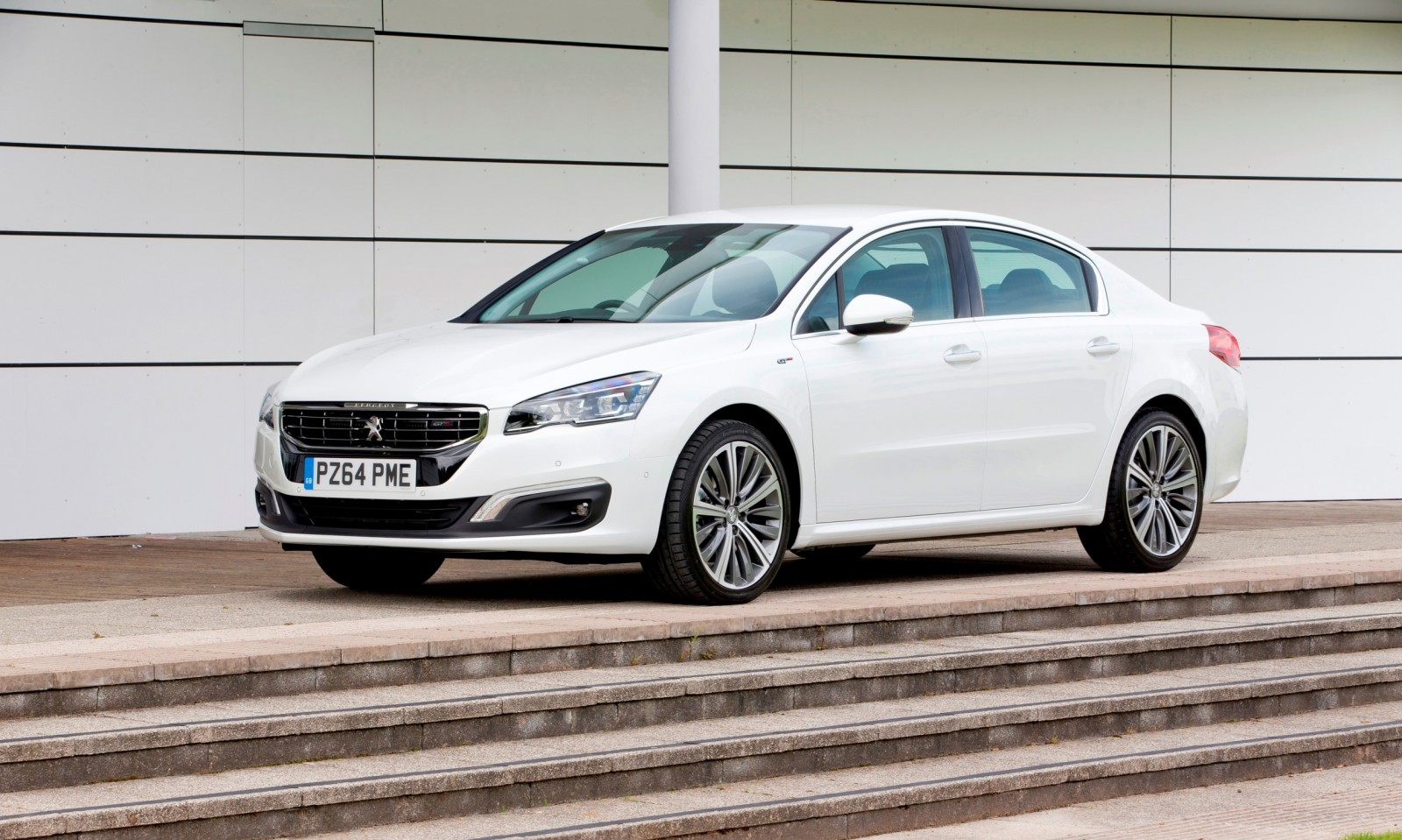 Update2 New Photos - 2015 Peugeot 508 Facelifted With New LED DRLs, Box-Design Beams and Tweaked Cabin Tech 2